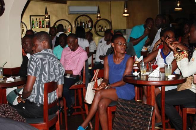 Les jeunes passionnés des TIC se retrouvent pour échanger - Crédit photo: bambaaida.wordpress.com